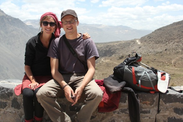 international backpackers in peru
