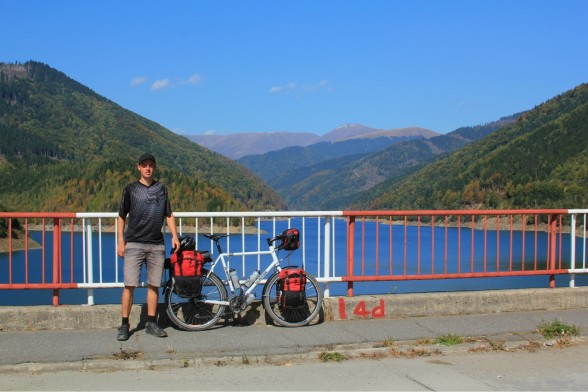Darren-Alff-Bicycle-Touring-Pro-Romania-588x392