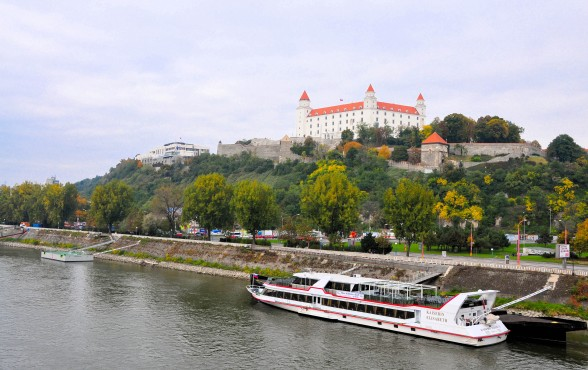 Danube Waltz bicycle tour boat and hotel