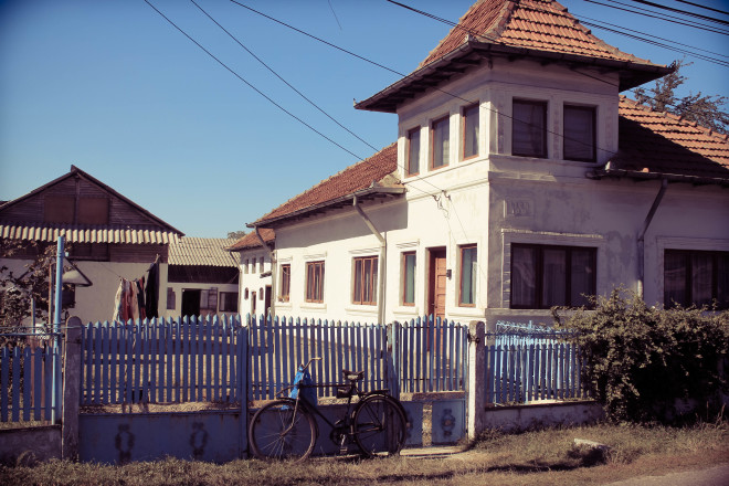 romania-house-and-bicycle