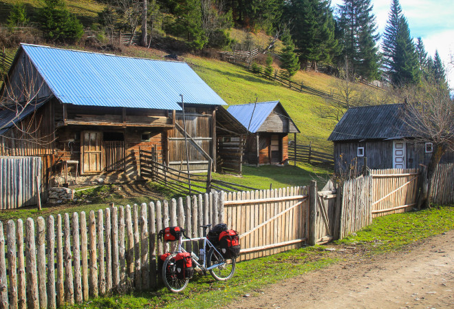small-wooden-house-touring-bicycle-red