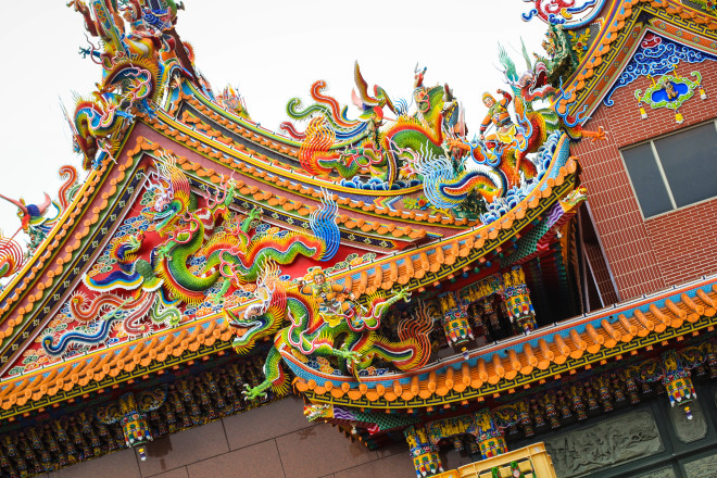 colorful dragons decorate the roofs of tao temples in taiwan