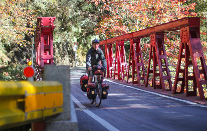 bicycle-touring-Taroko National Park-bridge