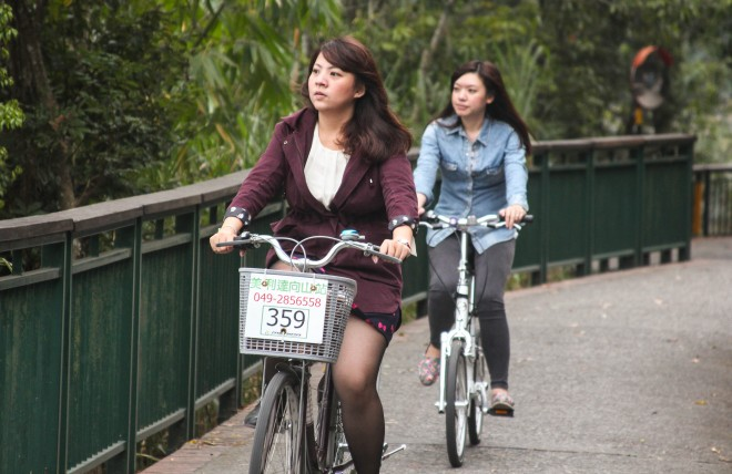 girls-on-bikes-taiwan