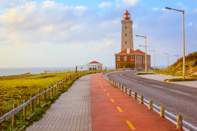 Farol Penedo da Saudade lighthouse and bike path